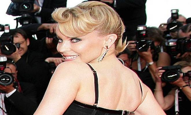 Kylie-Minogue-1950s-hairstyle