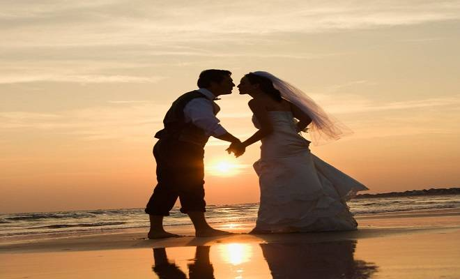 beach-wedding-couple