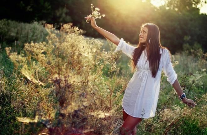 devojka-u-prirodi-1399125776-34814